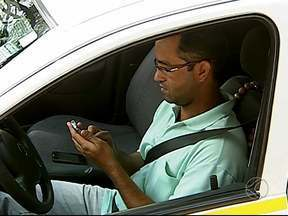 Aplicativo facilita vida de passageiros e taxistas em Uberlândia - Ferramenta é gratuita e promete agilizar serviço na cidade. Ideia surgiu para fortalecer relação de confiança entre taxista e passageiro.