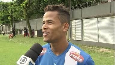 Apelidado de 'Caveirinha', Geuvânio tenta se firmar entre os titulares do Santos - Geuvânio teve boa atuação contra o Cruzeiro e quase marcou para o Peixe. Agora, quer chance desde o início contra o Vasco