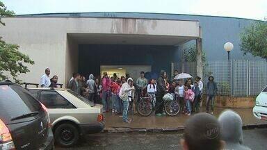 Porteiros abandonam trabalho em 88 escolas municipais de Ribeirão - Segundo diretor de empresa contratada pela Prefeitura, profissionais deixaram de trabalhar por atraso nos repasses municipais.