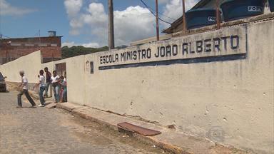 Alunos de escola estadual em Jaboatão denunciam falta de professores - Estudantes afirmam que não receberam até agora material escolar e que faltam também salas.