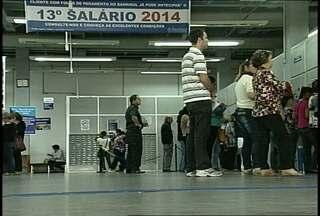 Agências do Banrisul reabrem após a greve em Santa Maria, RS - Bancários voltaram ao trabalho depois de 42 dias de greve. Os grevistas pagarão os dias paralisados com horas-extras.
