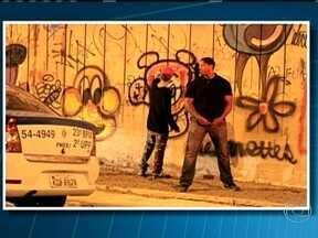 Passagem de Justin Bieber pelo Rio vira caso de polícia - Bieber se envolveu com garotas de programa, xingou fotógrafos e até pichou um muro. O cantor está sendo investigado pela polícia por ter pichado o muro do antigo Hotel Nacional em São Conrado.