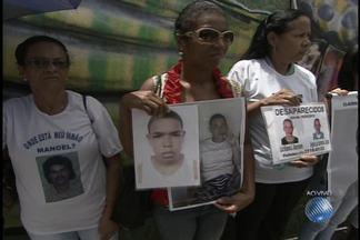 Confira o quadro 'Desaparecidos' desta quarta-feira (6) - Parentes e amigos vão até a Praça da Piedade em busca de notícias de entes queridos.