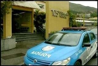 Polícia identifica mulher assassinada encontrada nua em Petrópolis, RJ - Vítima teria participado de um assalto a taxista cometido nesta sexta (1º).O caso está sendo investigado na 105ª DP.