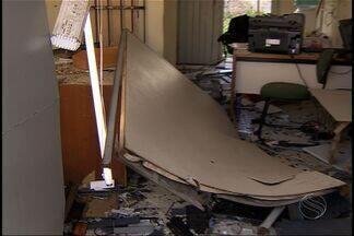 Grupo explode caixas eletrônicos em Sergipe - Três agências do interior foram alvo de criminosos em intervalo de 24h. Além do prédio, suspeitos atiraram contra a viatura.