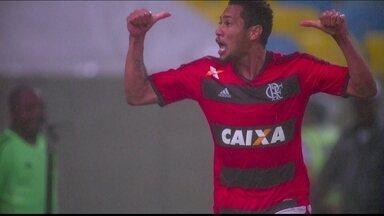 Gol do Flamengo! Hernane, sempre ele, marca para o empate aos 13 do 1º tempo - Gol do Flamengo! Hernane, sempre ele, marca para o empate aos 13 do 1º tempo