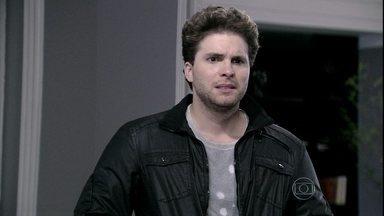 Niko se surpreende com a falsidade de Amarilys - Médica propõe que Eron durma com ela. Niko impede