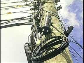 Celesc lança projeto para regularizar cabos e equipamentos pendurados em postes - Celesc lança projeto para regularizar cabos e equipamentos pendurados em postes