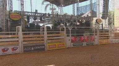 Descarga elétrica em rodeio de Artur Nogueira, SP, assusta visitantes - O problema na rede elétrica causou a morte dos dois cavalos na arena. Por conta do imprevisto, os shows também atrasaram e o público ficou preocupado com a falta de estrutura no local.