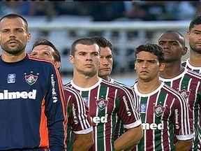 Fluminense perde para o Corinthians e entra na zona de rebaixamento - Em crise no Campeonato Brasileiro, Vanderlei Luxemburgo inova com 5 jogadores na escalação para o jogo.
