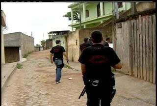 Polícia Federal realiza operação de combate ao tráfico em Macaé, RJ - Cerca de 30 policiais percorrem áreas como Malvinas e Nova Holanda.43 mandados de prisão e de busca e apreensão foram expedidos.
