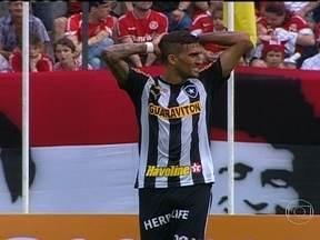 Mesmo perdendo para o Internacional, Botafogo permanece no G-4 - Com a derrota por 2 a 1, técnico Oswaldo de Oliveira afirma que equipe precisa de melhoras.