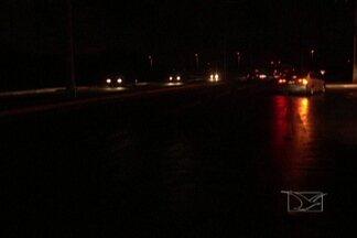 Quem trafega pela Via Expressa, em São Luís, reclama da escuridão na área - Veja no vídeo.