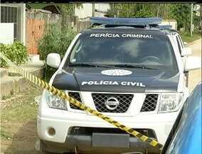 Polícia investiga homicídios em São Pedro da Aldeia, RJ - Três pessoas foram assassinadas no bairro Alecrim.Para polícia não há relação entre os crimes.