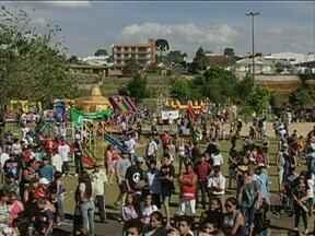 Cinco mil pessoas participam do RPC TV na Praça em Guarapuava - O domingo de sol e calor levou famílias inteiras ao Parque das Crianças.