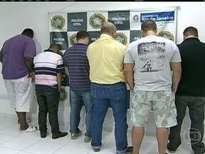Polícia prende 15 suspeitos de participar de golpes milionários no Rio de Janeiro - A quadrilha que agia principalmente no Rio conseguiu quase R$ 38 milhões em dois anos. Segundo a polícia, eles enganavam empresários com promessas de contratos em obras públicas.