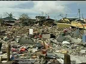Nações Unidas liberam US$ 25 milhões para ajudar as Filipinas - Outras organizações internacionais e mais de 20 países começaram a enviar ajuda para a região, incluindo os EUA e o Brasil. As Filipinas ficaram destruídas depois da passagem de um tufão na sexta-feira (8).