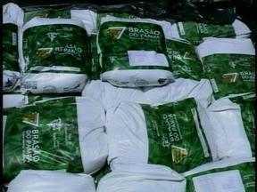 Polícia Civil apreende carga de sal mineral escondida em uma chácara em Erechim, RS - O produto faria parte de um suposto esquema de estelionato.