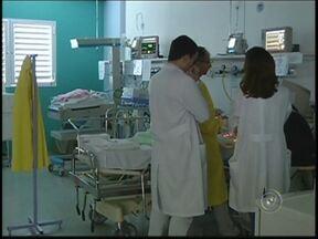 Megaoperação é montada para transferir pacientes de hospitais em Rio Preto - Uma megaoperação, com cerca de 500 pessoas, está sendo montada para a transferência das crianças e gestantes internadas no Hospital de Base para o Hospital da Criança, em São José do Rio Preto (SP).