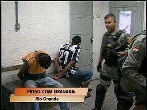 Dois homens são presos em Rio Grande, RS, depois de assalto a supermercado - Um deles estava com uma granada.