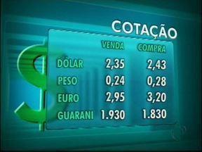 Confira a cotação das moedas nas casas de câmbio de Foz do Iguaçu - O dólar vale R$ 2,35 na venda e R$ 2,43 na compra.