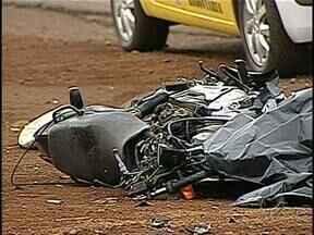 Acidentes com motocicletas nas estradas preocupam a polícia no feriadão - A Polícia Rodoviária Estadual vai ficar de olho nos motoqueiros neste feriado da Proclamação da República. Os números de mortos em acidentes de motos é grande. Só neste ano 37 pessoas já morreram nas estradas da região.