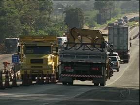 Feriadão vai ser com muitas obras nas estradas - Há um ponto na BR-277, feito em pista simples, e pelo menos dois na BR-376, em direção a Santa Catarina.