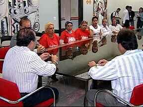 Grupo de sem-teto se reuniu nesta quinta-feira com o vice-prefeito de Uberlândia - Eles realizaram uma manifestação ontem na BR050, reivindicando água e energia.