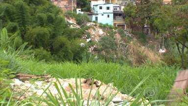 Lotes vagos usados como depósíto de lixo são problemas para moradores da PPL, em BH - Com o acúmulo de entulhos e lixo, lugares se tornaram focos de doenças em aglomerado. Parceiros do MGTV estiveram na região para mostrar o motivo das queixas de quem vive na região.