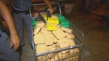 Polícia apreende 300 quilos de pasta base de cocaína nesta quinta-feira, em Campinas - Uma operação da Polícia Federal em conjunto com a Força Tática apreendeu em Campinas (SP) nesta quinta-feira (14) 300 quilos de pasta base de cocaína no Jardim do Lago.