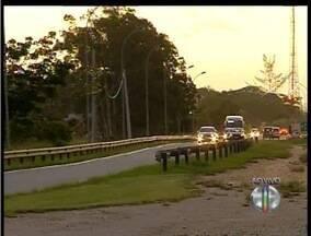 Estradas da Região dos Lagos do Rio ficam movimentas na véspera do feriado - Na Via Lagos (RJ-124) , 145 mil veículos devem passar pela rodovia.