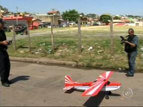 Várzea Paulista começa a usar aviões não-tripulados em monitoramento ambiental - Projeto será usado para prevenir desmatamentos de áreas verdes, evitar construções irregulares e colaborar no trabalho da segurança pública.