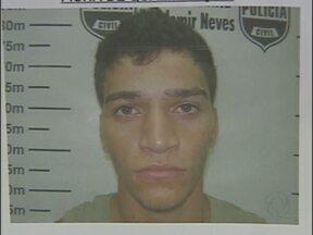 Divulgado o nome do segundo suspeito de participar de duplo homicídio em Foz - O crime foi no mês passado, em um posto de combustíveis no Porto Meira. Dois rapazes foram assassinados.