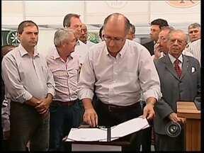 Geraldo Alckmin visita a região de Avaré, SP - Nesta quinta-feira (14), o governador do Estado de São Paulo, Geraldo Alckmin, cumpriu agenda oficial na região sudoeste. Ele passou por Oléo (SP) e Avaré (SP) fez anúncios de investimentos para a região.