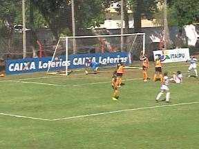 As meninas do Foz Cataratas, jogam em casa e vence o time do Assaí - A partida é válida pelo campeonato paranaense.