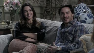 Leila tenta convencer Thales a aplicar golpe em Natasha - A morena tenta aproximar a ruiva do namorado e fazer com que ela caia na mesma trama que Nicole. Lídia teme que a filha se apaixone pelo escritor