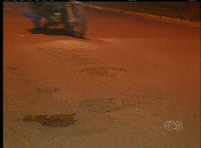 Moradores reclamam de buracos nas ruas de Araguaína - Moradores reclamam de buracos nas ruas de Araguaína.