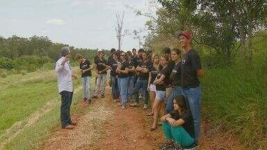 Projeto Embrapa Escola leva alunos para um dia de campo e orienta sobre agricultura - Projeto Embrapa Escola leva alunos de Jaguariúna (SP) para um dia de campo e orienta sobre agricultura e meio ambiente.