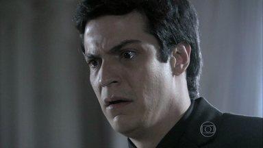 Félix se desespera ao ser expulso de casa - Pilar manda Maciel e Wagner o manterem afastado de seu quarto