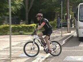 Prefeito de Ponta Grossa usa bicicleta para incentivar o transporte alternativo - Ele foi trabalhar hoje de bicicleta e diz que vai repetir a ação todas as sextas-feiras. Os secretários também devem participar. O Paraná TV que saber a sua opinião sobre a estrutura para o ciclismo em Ponta Grossa.