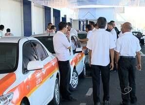 Taxistas fazem protesto em aeroporto de Vitória - Eles querem mais fiscalização para acabar com os clandestinos, motoristas que não tem autorização e mesmo assim fazem parada no local.