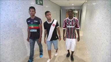 Jovens que disputam Taça das Favelas sonham em um dia atuar como jogadores profissionais - Garotos vibram com chance de jogar no Maracanã.