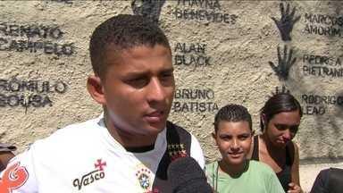 Torcedores do Vasco elogiam decisão de Dedé, e confiam em vitória sobre Cruzeiro - Combinação de resultados pode aproximar clube da segunda divisão.