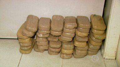 Blitz apreende 45 kg de crack e 20 tabletes de cocaína no Sul de MG - Droga estava escondida em um carro e foi encontrada durante fiscalização na rodovia Fernão Dias. Um homem foi preso.