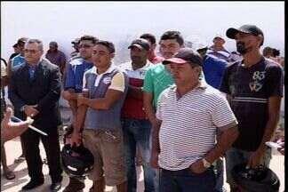 Moradores de Mauriti reclamam das obras inacabas no município - Trabalhadores da construção civil alegam que foram demitidos sem receber dinheiro.