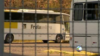 Funcionários da Frota Nobre estão sem receber, diz sindicato em MG - Sindicato alega que atraso de salários afeta a vida de 200 trabalhadores. Empresa é suspeita de irregularidades e teve ônibus apreendidos.
