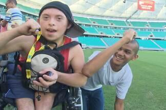 Jovens com necessidades especiais visitam a Arena Fonte Nova - Essa foi a primeira vez que grupo entrou no estádio, em Salvador.