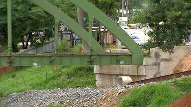 Pontes de Juiz de Fora precisam de manutenção, diz engenheiro - As primeiras foram construídas na década de 20. Segundo Prefeitura, uma vistoria já foi realizada em julho de 2013.