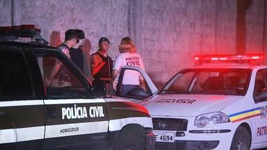 Homem é encontrado morto em cima de calçada no bairro Palmares, em BH - O corpo estava com as mãos amarradas e não foi identicado porque a vítima estava sem documentos.