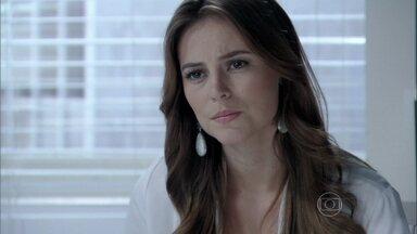 Paloma descobre que Jacques está se envolvendo com Pilar - O médico se oferece para ocupar o antigo posto de Lutero